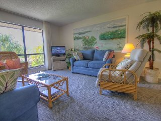 Blind Pass A202: Beautiful 2BR, 2nd Floor Condo Steps to Shelling & Sunsets!!