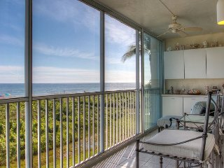 Sanibel Surfside #111: Direct Gulf-Front Corner Unit 2 Lanais 2BR w/ K&Q bed
