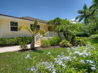 Island Paradise: 3 BR Pool Home in Quiet Neighborhood Across from the Beach!, Sanibel Island