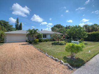 Sea Star: A Stunning 3 Bedroom Pool Home - Just Steps to the Beach Access #2!, Isla de Sanibel