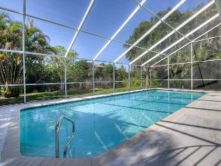 Island Breeze: Quiet East Rocks Neighborhood Near Beach 2 Bedroom Pool Home, Sanibel