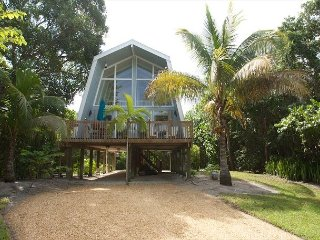Island Getaway: Charming A-Frame Island Cottage on EastEnd Near Beach Access!