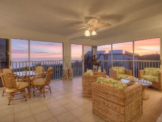 Sanibel Surfside #231: Spectacular 3000 Sq Ft. 3 BR / 3.5 BA with Gulf Views!, Sanibel Island