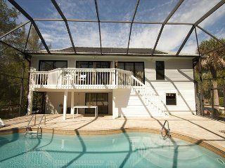 Turtle Tracks: Amazing Home w Pool in Quiet West Gulf Neighborhood Near Beach