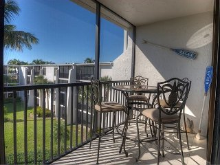 Sundial F408: Beautiful Condo w/ Soothing Beach Style Decor and 2 Queen Beds!