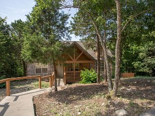 Peaceful Path Cabin-2 bedroom pet friendly cabin located at Stonebridge