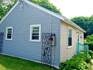 Newport Renovated Clean Beach Cottage