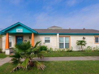 Casa Sea Spell, two block stroll to beach, Galveston