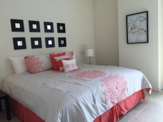 Amazing 1 bedroom unit by LYX ( River Oaks ) RO1B4R2