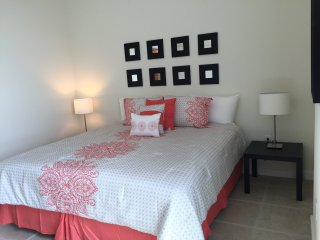 Classy and Luxurious 1 bedroom by LYX (River Oaks) RO1B4R1