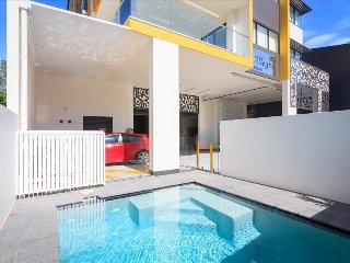 The Point of the Kangaroo - Bright 2BR Executive Apartment