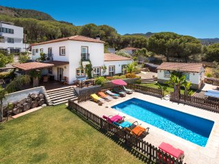 Stunning Andalusian villa with heated pool, garden and 20 minutes from the beach