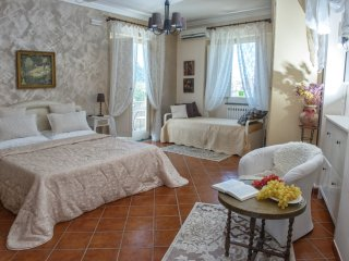 Villa Concetta - in Sorrento centre, with FREE parking, pool, Wi-Fi, garden