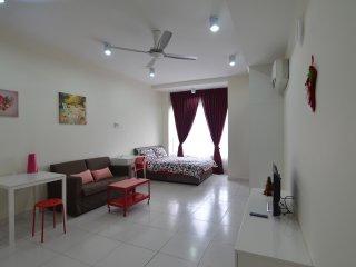 Victoria Home Studio INFINITY POOL Near eCurve 1U, Petaling Jaya
