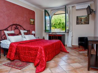 Apartment Rosso - in Sorrento center, with FREE parking, pool, WiFi, garden