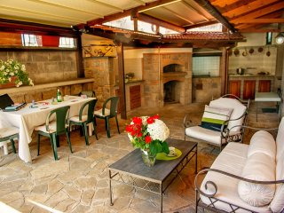 Apartment Bianco - in Sorrento centre, with FREE parking, pool, WiFi, garden