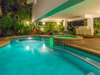 2 Bedroom Bee by the Sea OPEN ,Mar18-25 Book NOW Heated POOl AND HOT TUB, Lauderdale by the Sea