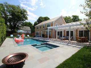 Beautiful Colonial Home in Edgartown with Pool