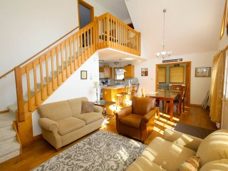 Beautiful new chalet. 2 Master BR. Close to Pool, Lago Pocono