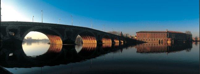 Le fameux pont-Neuf et la façade de l'hôtel-Dieu au petit matin
