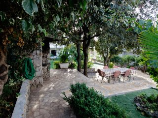 Lovely Bungalow Apartment, 50m from beach, Sibenik