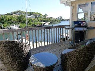 Newly renovation bay side cottage: Sea Breeze