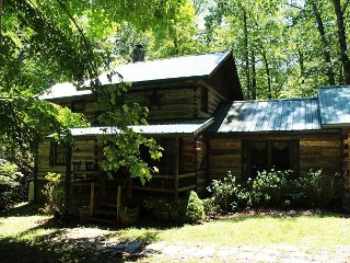 Creekside Cabin With Hot Tub, Fire Pit, WiFi & Screened In Porch, Todd