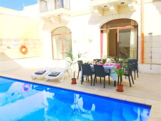 Private Double Room in Luxury Farmhouse with Pool, Nadur