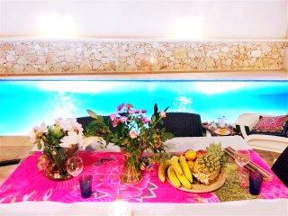 Special private Room in Elegant villa with Pool, Nadur