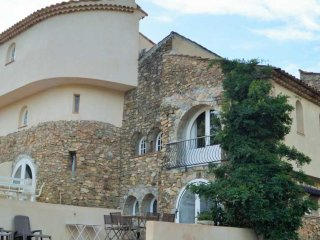 House in authentic hamlet in Golfe de Saint Tropez