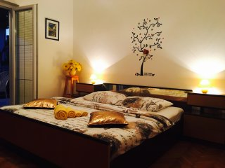 Cozy room for 2@Novalja center+free WiFi