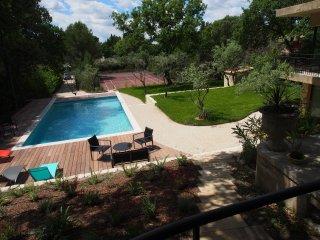 Maison de charme avec piscine et tennis privatif, L'Isle-sur-la-Sorgue