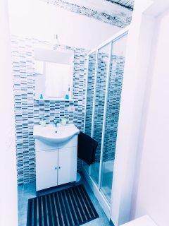 bagno finestrato con piatto doccia 90x72