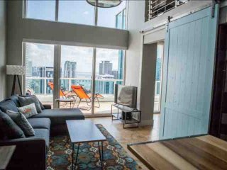 **Winter Promo** Luxury Waterfront Penthouse Loft in Upscale Brickell Complex, Miami