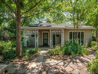 Little House Nashville: Convenient, Eclectic, Cozy, with 47 5-Star Reviews