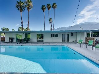 Mid-Century Modern with Sparkling Pool & Mountain Views in Palm Springs