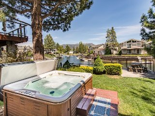 3BR/3BA Ideal Waterfront House + Private Hot Tub, South Lake Tahoe, Sleeps 8