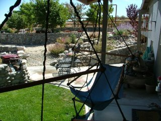 Relax Indoor & Outdoor In a Private 1 bdrm Cottage, Reno
