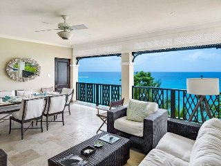 Luxury 3 Bed Beachfront Condo - Pool/Gym, Barbados
