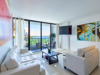 Luxury Downtown Miami Direct Bayfront 2/2 Condo