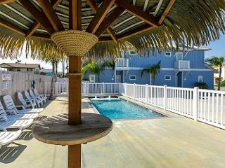 Abalone Cottage: Breezy 3 Bed, 2.5 Bath townhome w/Pool, Close to Beach, Pets, Port Aransas