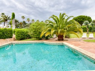 Lovely villa in an estate by the sea, St-Tropez