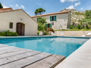 Restored farm in unspoiled nature, Maussane-les-Alpilles
