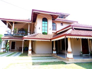 Charles Rani Guest House Family AC Room sleeps 4, Negombo