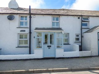 SNUGGLERS' COTTAGE, two woodburners, close to amenities, decked area, Delabole,