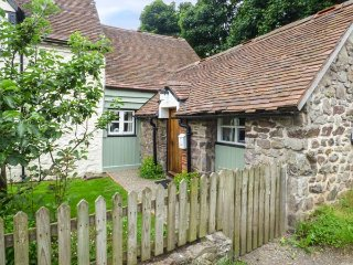 GATE HOUSE ANNEXE, lawned garden, Grade II listed, great walking opportunities, Picklescott, Ref 935664