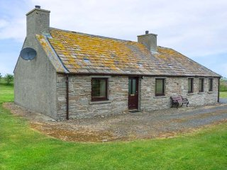 ROEGNSTER, pet-friendly, enclosed garden, far-reaching views, Thurso, Ref 937927