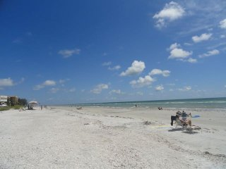 CONDO TOWNHOUSE, steps to beach, Indian Shores FL