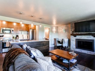 Premium 1BR Bend Condo at Seventh Mountain Resort w/Wifi, Mountain Views & Full Kitchen - Near Deschutes River & Outdoor Recreation, Only 12 Miles from Mt. Bachelor!, Oretech