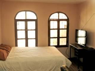 Beautiful room in historical center, free wi fi, Quito